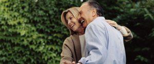 Glückliches Paar ohne Blasenschwäche