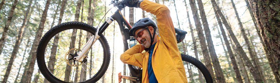 Je nach Tour sollte mann auch das Modell des Mountainbikes wählen. Für Waldboden und unwegsames Gelände eignet sich besonders das Fully.